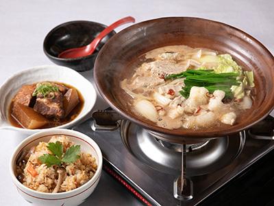 「たんぽぽ名物もつ鍋」「豚の角煮」「鶏の炊き込みご飯の素」入りセット